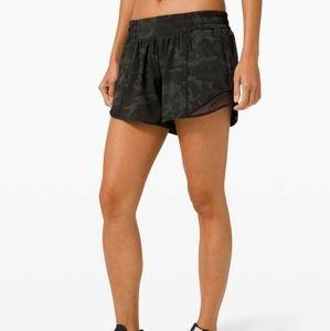 """Lululemon Size 8 Hottie Hot Shorts 4"""""""